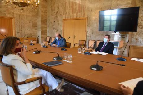 Castilla-La Mancha presenta a la ministra Ribera su gran apuesta por el desafío demográfico y las energías renovables en la región