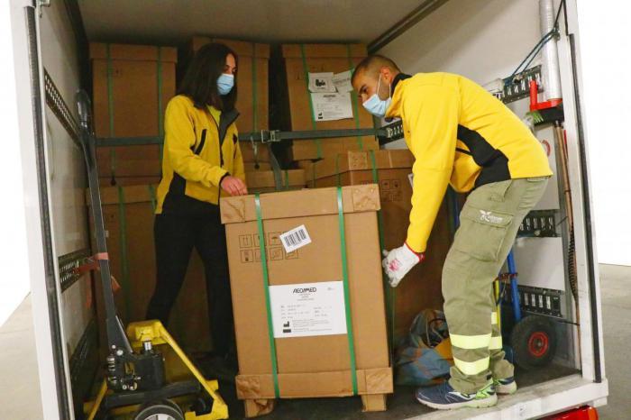 Castilla-La Mancha ha distribuido esta semana cerca de un centenar de equipos de ventilación mecánica en los centros hospitalarios de la región