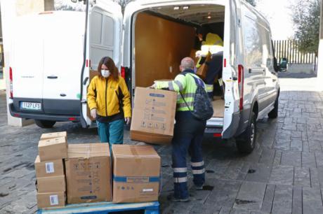 Sanidad ha realizado esta semana un nuevo envío a los centros sanitarios con cerca de 672.000 artículos de protección