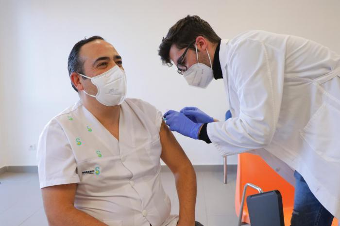 Castilla-La Mancha ha iniciado hoy la vacunación del personal del sistema sanitario regional frente al SARS-Cov2