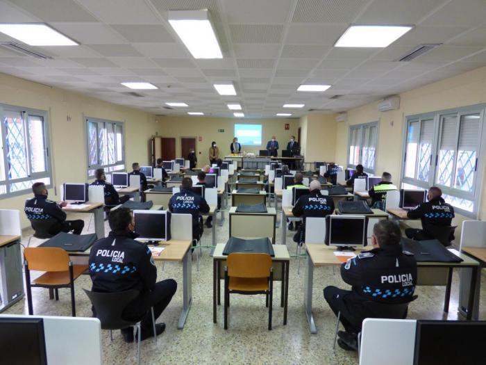 La Escuela de Protección Ciudadana y la DGT forman a un centenar de policías locales en los sistemas de medición de velocidad