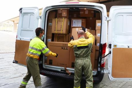 Sanidad ha distribuido esta semana otros 300.000 artículos de protección en los centros sanitarios
