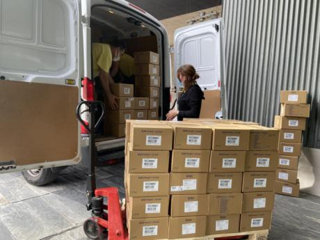 Sanidad ha distribuido esta semana más de 210.000 artículos de protección a los centros sanitarios