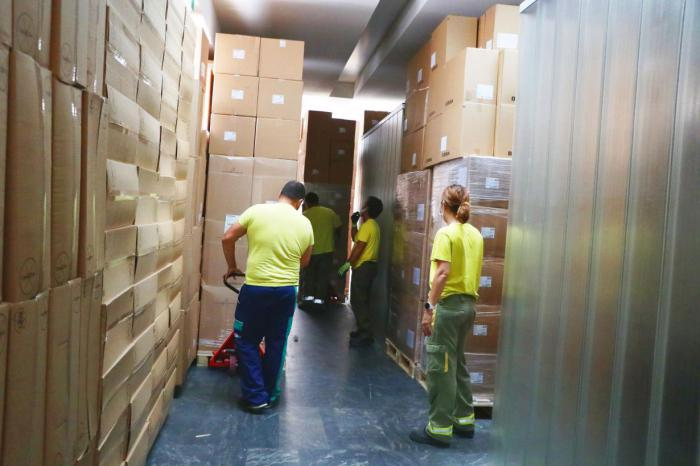 Sanidad ha enviado esta semana una nueva remesa con más de 225.000 artículos de protección a los centros sanitarios
