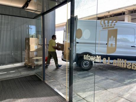 Sanidad ha enviado esta semana una nueva remesa con más de 220.000 artículos de protección en los centros sanitarios