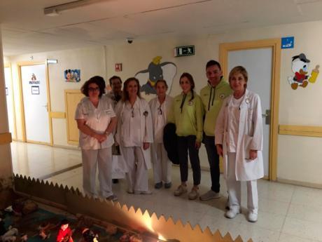 El Club Piragüismo Cuenca con Carácter visita a los niños ingresados en el Hospital Virgen de la luz