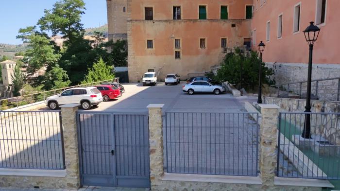 Denuncian la creación de un aparcamiento ilegal en la parcela del Seminario