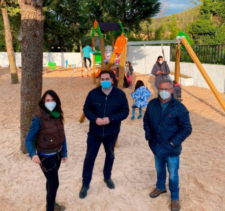Huete renovará los parques infantiles del municipio y estrena el de Caracenilla