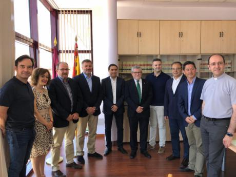 El Patronato de la Semana de Música Religiosa de Cuenca recibe a los nuevos patronos, el acalde de Cuenca y el presidente de la Diputación