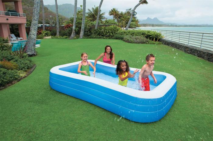 Los pediatras insisten en la necesidad de mantener una vigilancia permanente de los menores ante el auge de las piscinas hinchables