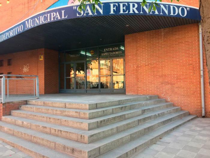 Los trabajadores municipales del polideportivo San Fernando trasladan sus quejas al Grupo Municipal Socialista