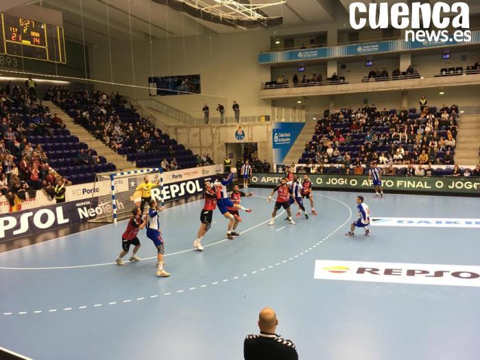 """Los """"Dragones Azules"""" del Porto derrotan a los """"Dinosaurios Rojos"""" de Cuenca en la pista pero no en la grada (37-26)"""