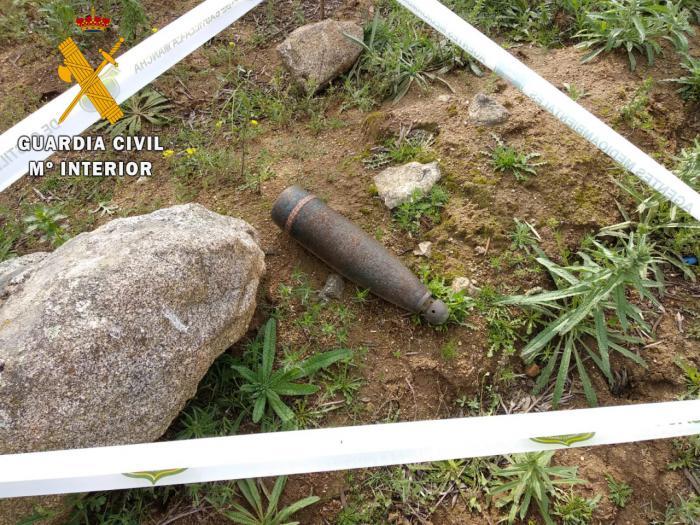 La Guardia Civil desactiva dos artefactos explosivos localizados en San Martín de Montalbán