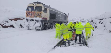 Adif y Renfe trabajan para poder restablecer algunas relaciones ferroviarias durante la jornada de hoy