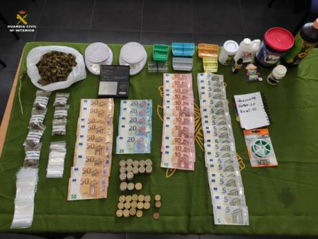 La Guardia Civil, bajo el estado de alarma, desarticula un punto de venta de drogas en la manchuela conquense