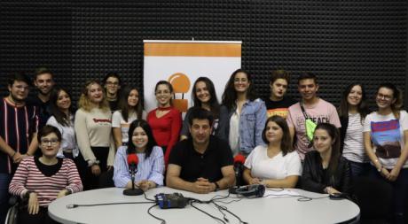 """Estudiantes de las diez promociones de periodismo participan en el especial de Radio Diferencia """"Al calor de la radio"""""""