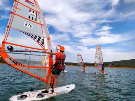 El embalse de Entrepeñas acogió el campeonato autonómico de windsurf