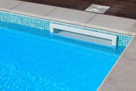 Rescatado un niño de 5 años cuyo brazo quedó atrapado en el filtro de una piscina