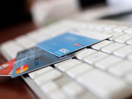 La Guardia Civil detiene a un menor por uso fraudulento de una tarjeta de crédito