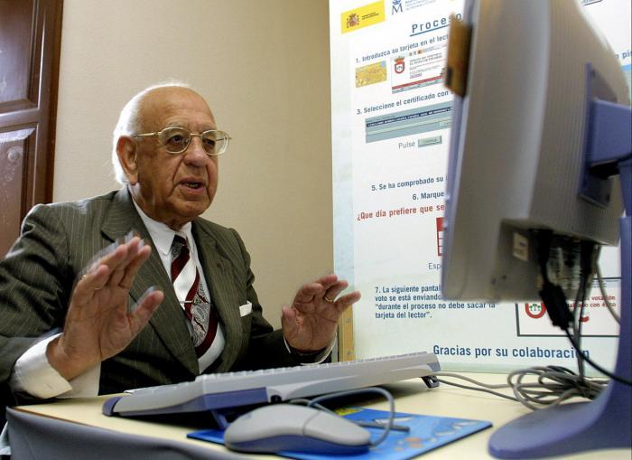 Movistar prioriza y simplifica la atención telefónica a los mayores de la región