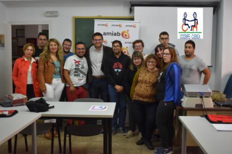 """El proyecto """"Uno a Uno"""" de """"Limpieza Accesible: Inclusión de jóvenes en la profesión de limpieza"""" para personas con discapacidad se inaugura hoy en Cuenca."""