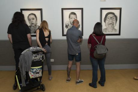 El Centro Joven acoge hasta el 2 de julio la exposición 'Caras, almas y dramas' de Guillermo Román