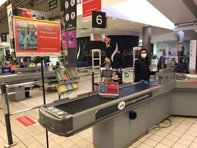 Carrefour establece servicios de atención preferente para el personal sanitario