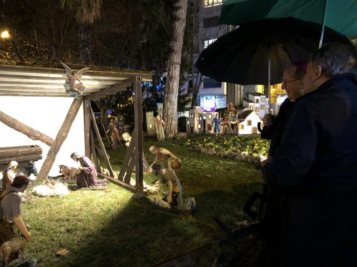 El tradicional Belén ya luce en la Plaza de la Hispanidad