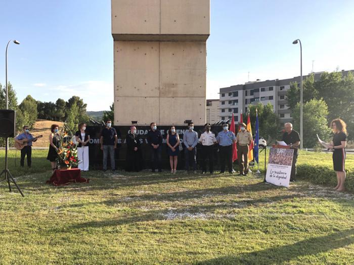 Cuenca honra un año más a las víctimas del terrorismo en un emotivo acto