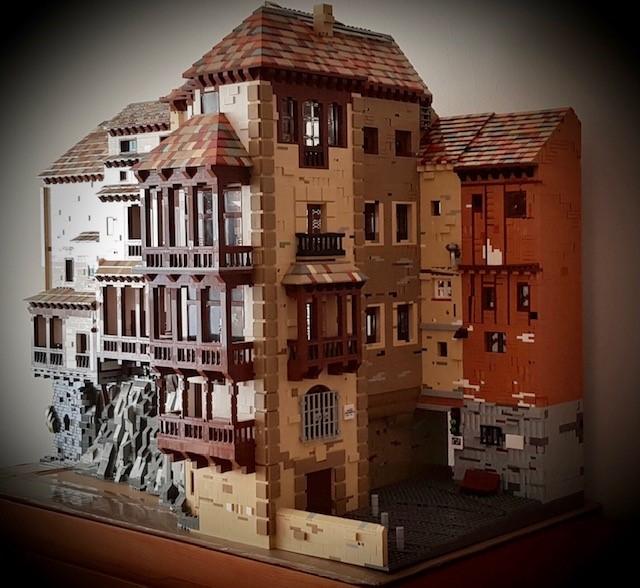 Construyen una replica de las Casas Colgadas con piezas de Lego