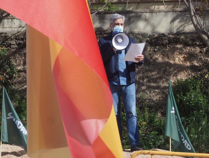 Iván Vélez, como portavoz de la gestora provincial de VOX, leyó un manifiesto por la solidaridad entre todos los trabajadores de España