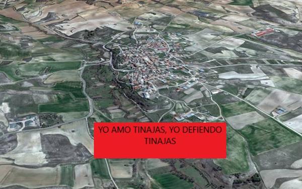 Imagen que los vecinos de Tinajas están utilizando para mostrar su oposición a las nuevas granjas avícolas