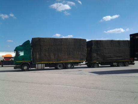 Aprobada la propuesta socialista para ampliar la altura máxima de los vehículos pesados dedicados al transporte de paja