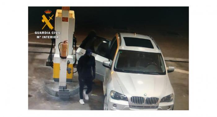 La Guardia Civil ha detenido a tres personas al ser sorprendidos robando