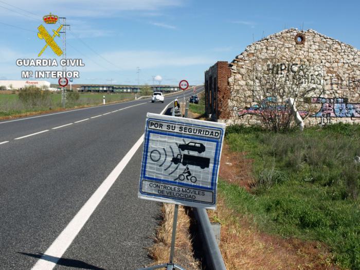 La Guardia Civil investiga a una persona que conducía un turismo a 226 km/h.