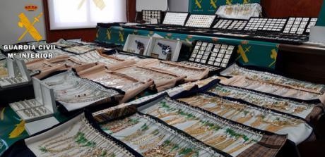 La Guardia Civil ha desarticulado un peligroso grupo delictivo especializado en robos con violencia en joyerías y naves industriales
