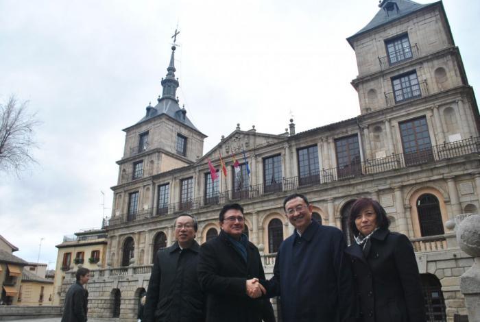 El Ministro de Cultura chino elige Toledo para pasar el domingo interesado por su patrimonio, donde es recibido por el Gobierno local