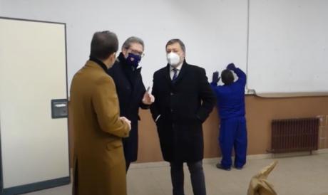 """Dolz y los responsables del programa """"RECUAL"""" visitan el colegio de Santa Ana"""