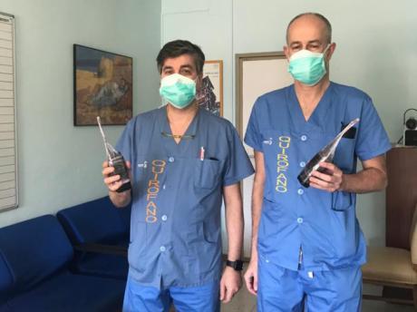 La Policía Local entrega 8 walkie talkies al Área Quirúrgica del hospital 'Virgen de la Luz'